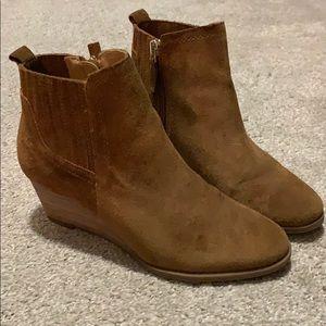 Franco Sarto EUC tan suede stacked wedge booties